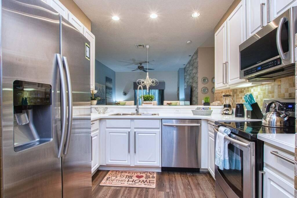 4405 lucaya loop#405 Kitchen and Appliances